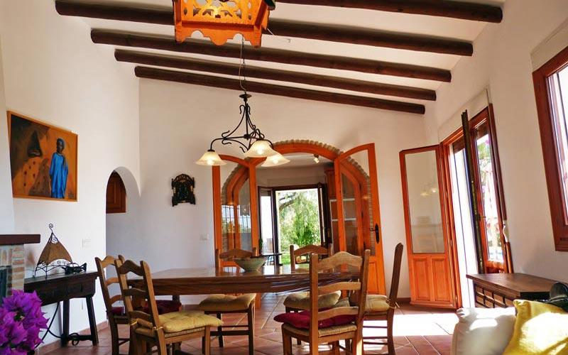 Wohnzimmer mit Blick auf die Küche -